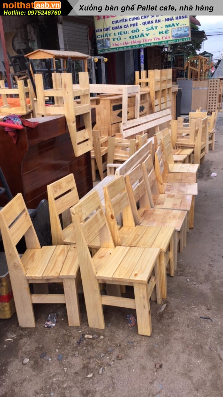 Nhận đóng bàn ghế gỗ thông có tựa cho các chủ quán