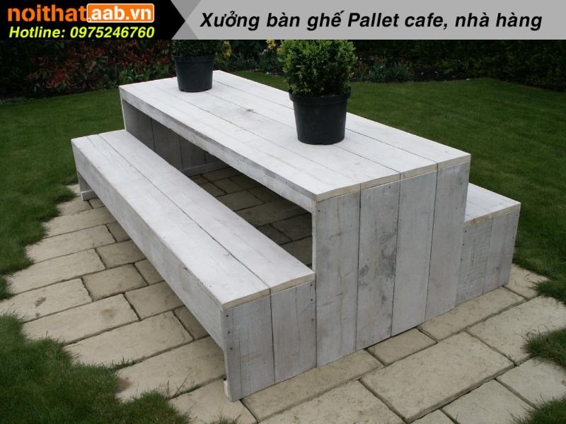 Mẫu bàn ghế gỗ thông ngoài trời đơn giản thân thiện với người dùng