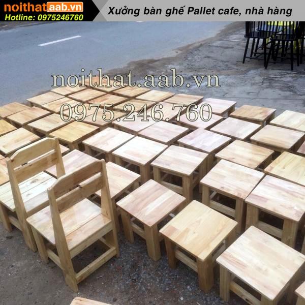 Ghế gỗ đẩu được làm từ gỗ thông đơn giản phù hợp với mô hình kinh doanh nhỏ